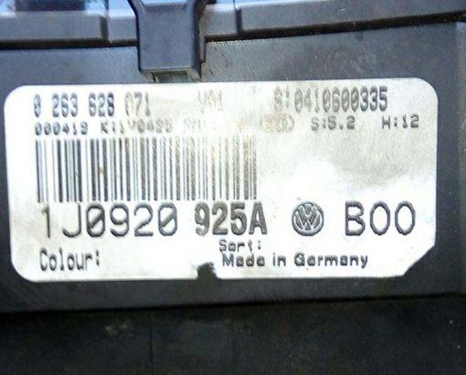 Панель приборов Фольксваген Гольф 4 1J0920925A