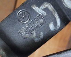 Петля крышки багажника Volkswagen Vento правая 1H5827302 - купить в Минске